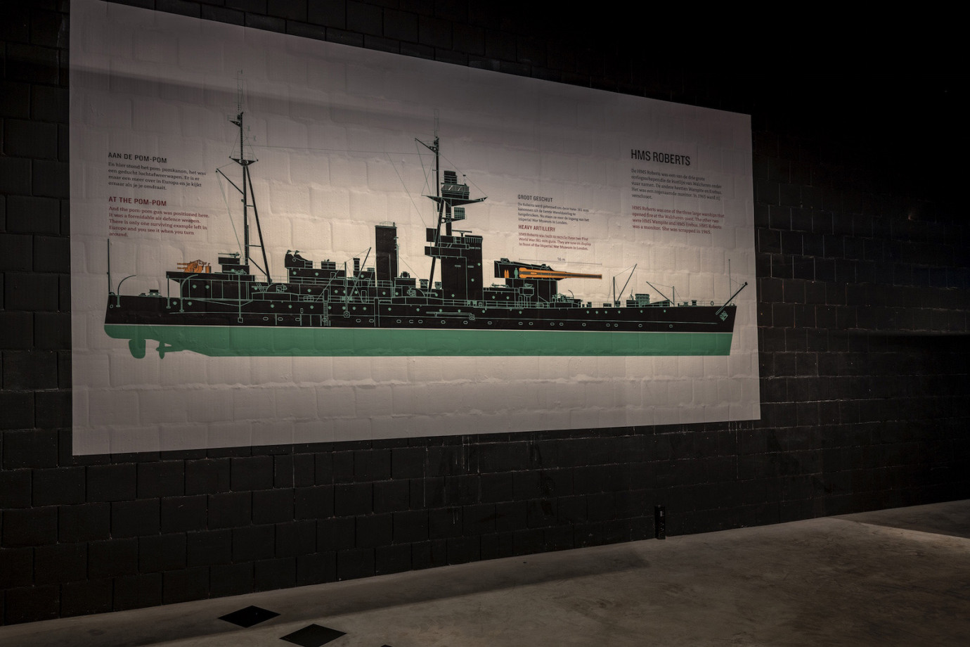 cutaway / doorsnedezicht HMS Roberts